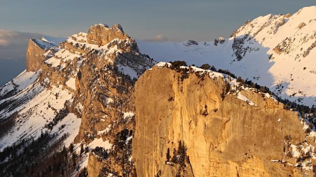 Les falaises de l'Aup du Seuil apres une petite chute de neige